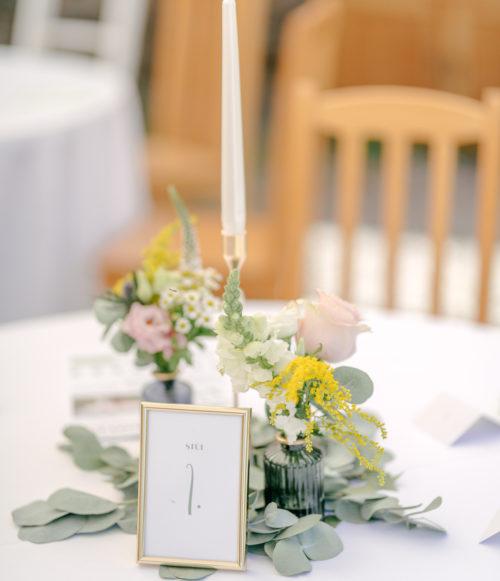 Váza skleněná tmavě modrá se zlatým okrajem2